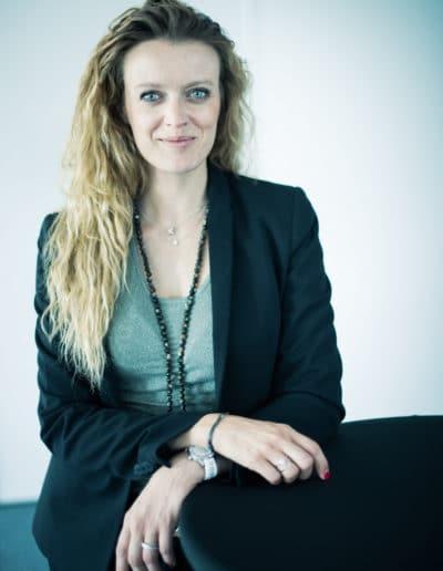 Photographe de portrait de femme en entreprise à Lyon bourgoin-jallieu Benoit Gillardeau